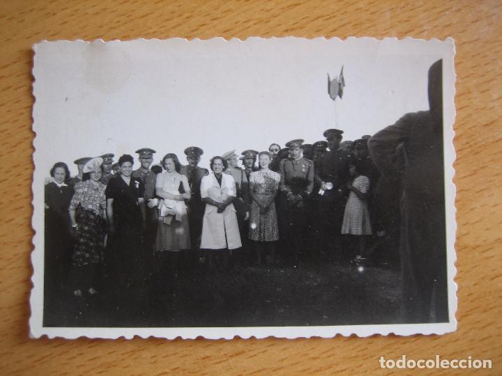 Militaria: Fotografía capitán del ejército español. Medalla Mérito Militar Individual - Foto 2 - 95081395