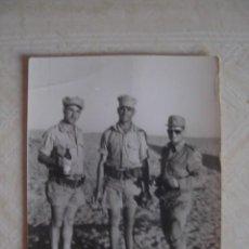 Militaria: SOLDADOS ESPAÑOLES DEL BATALLÓN DE INSTRUCCIÓN DE RECLUTAS DEL SAHARA NÚMERO 1. C. 1970. Lote 95156243