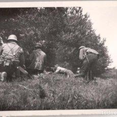 Militaria: FOTOGRAFÍA GUERRA CIVIL - SOLDADOS ESCONDIDOS EN POSICIÓN DE DISPARO - PAPEL AGFA - BROVIRA. Lote 95285155