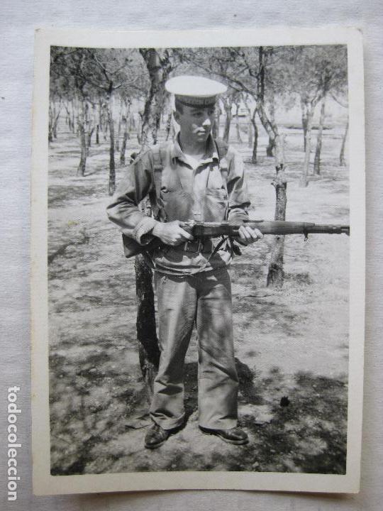 Militaria: 2 FOTOGRAFIAS SOLDADOS INSTRUCCION CARTAGENA AÑO 1968 - Foto 2 - 95805199