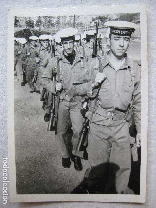 Militaria: 2 FOTOGRAFIAS SOLDADOS INSTRUCCION CARTAGENA AÑO 1968 - Foto 3 - 95805199