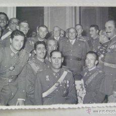 Militaria: FOTO DE FRANCO RODEADO DE OFICIALES. BODAS DE ORO DE LA PROMOCION DEL CAUDILLO. TOLEDO. Lote 96811339