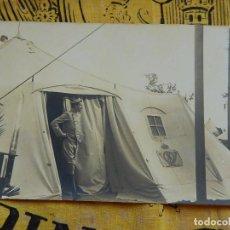 Militaria: POSTAL FOTOGRÁFICA. EL REY ALFONSO XIII, SALIENDO DE UNA TIENDA DE CAMPAÑA. E. RODRÍGUEZ. COMERCIO 2. Lote 96868955