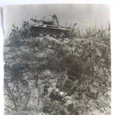 Militaria: FOTOGRAFIA ESCENIFICACION COMBATE TANQUES ALEMANES II GUERRA MUNDIAL . Lote 97187895