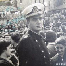 Militaria: EXCEPCIONAL FOTOGRAFIA FIRMADA Y DEDICADA POR EL REY DON JUAN CARLOS EN SU ÉPOCA DE GUARDAMARINA.. Lote 97294095