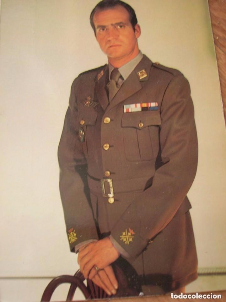 Militaria: LOTE DE CUATRO FOTOGRAFIAS DEL REY DON JUAN CARLOS. EPOCA DE LA TRANSICIÓN. FORMATO POSTAL. - Foto 2 - 97422747