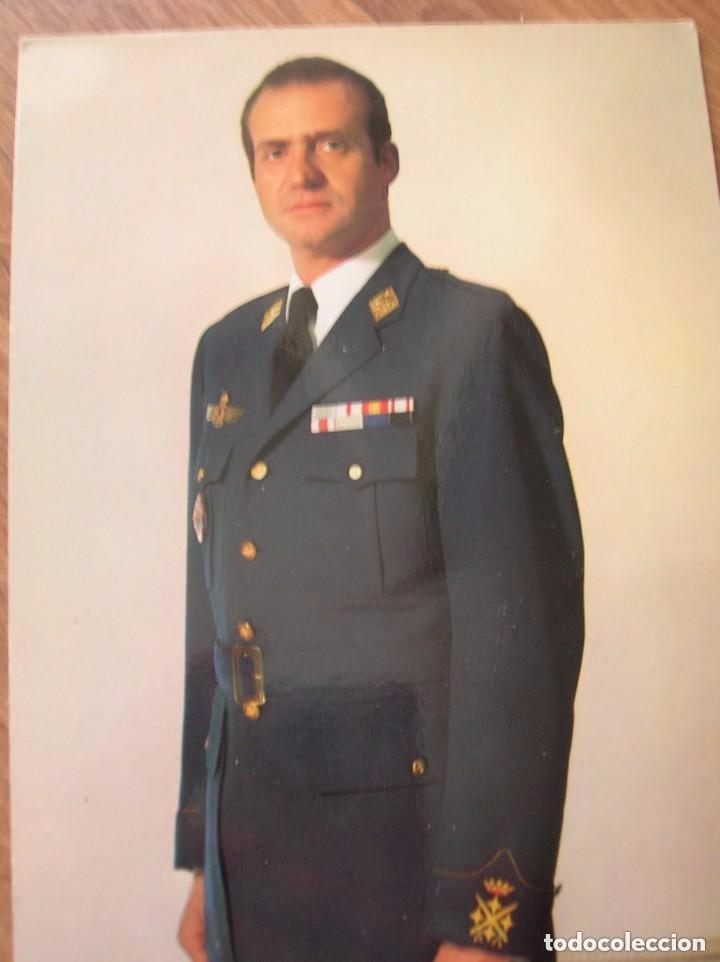 Militaria: LOTE DE CUATRO FOTOGRAFIAS DEL REY DON JUAN CARLOS. EPOCA DE LA TRANSICIÓN. FORMATO POSTAL. - Foto 3 - 97422747
