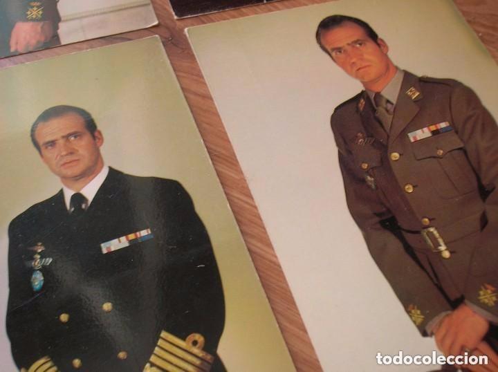 Militaria: LOTE DE CUATRO FOTOGRAFIAS DEL REY DON JUAN CARLOS. EPOCA DE LA TRANSICIÓN. FORMATO POSTAL. - Foto 6 - 97422747