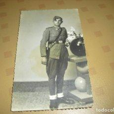 Militaria: FOTO POSTAL SOLDADO CON PARCHE DE DIVISION FOTOGRAFO ALCOY FOTO STUDIO. Lote 97453179