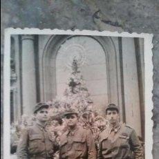 Militaria: FOTOGRAFIA JÓVENES SOLDADOS EN EL PILAR ZARAGOZA. Lote 97369407