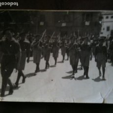 Militaria: FOTO JOVENES FALANGE DESFILANDO. Lote 97994103