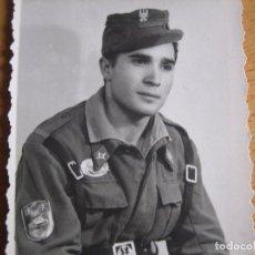 Militaria: FOTOGRAFÍA SOLDADO DIVISIÓN ACORAZADA BRUNETE. CAMPAMENTO. Lote 98237171