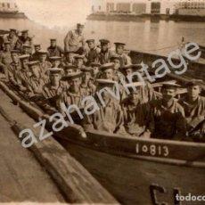 Militaria: ANTIGUA FOTOGRAFIA, BARCA LLENA DE MARINEROS, 112X82MM. Lote 98781827