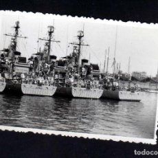 Militaria: FOTOGRAFIA BARCOS SEXTA FLOTA USS NIMBLE, USS SAGACITY, USS PINACLE EN PUERTO BARCELONA 1960. Lote 99063219