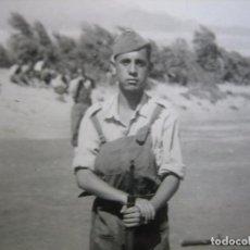 Militaria: FOTOGRAFÍAS SOLDADO AVIACIÓN. GANDO 1954. Lote 99243539