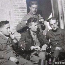 Militaria: FOTOGRAFIA DE UN GRUPO DE OFICIALES. FECHADA EN EL AÑO 1922. EPOCA DE ALFONSO XIII.. Lote 99308607