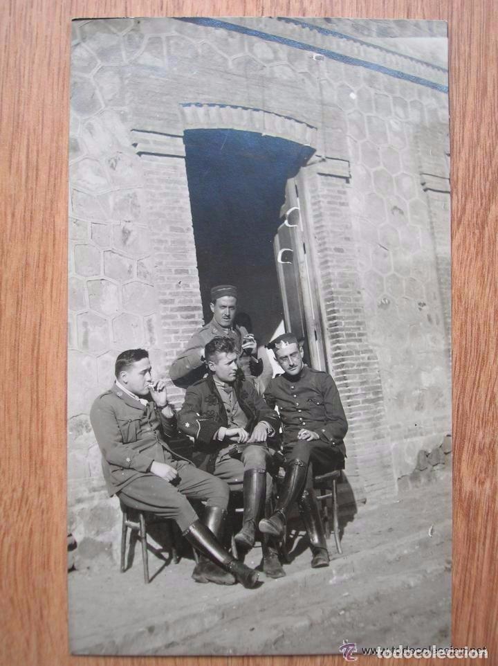 Militaria: FOTOGRAFIA DE UN GRUPO DE OFICIALES. FECHADA EN EL AÑO 1922. EPOCA DE ALFONSO XIII. - Foto 2 - 99308607
