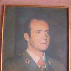 Militaria: GRAN RETRATO DEL REY DON JUAN CARLOS CON UNIFORME DE CAPITAN GENERAL. EPOCA DE LA TRANSICIÓN.. Lote 99311411