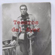 Militaria: FOTOGRAFIA DE HUSAR DE CABALLERIA, EPOCA DE ALFONSO XIII, TAMAÑO POSTAL, BUEN ESTADO.. Lote 99509071