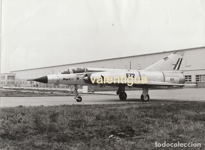 FANTÁSTICA FOTO AVIONS MARCEL DASSAULT - BREGUET AVIATIONS 70S. CAZABOMBARDERO MIRAGE III EZ2 820. (Militar - Fotografía Militar - Otros)
