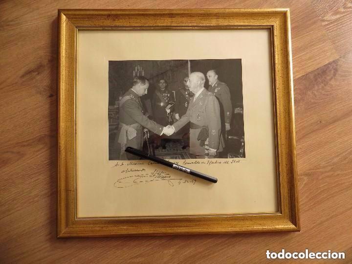MUY RARA FOTOGRAFIA DEDICADA Y FECHADA POR EL CAUDILLO, GENERALISIMO FRANCO A UN MILITAR. AÑO 1969. (Militar - Fotografía Militar - Otros)