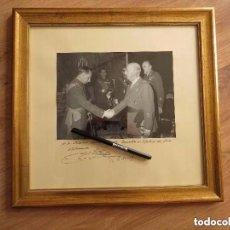 Militaria: MUY RARA FOTOGRAFIA DEDICADA Y FECHADA POR EL CAUDILLO, GENERALISIMO FRANCO A UN MILITAR. AÑO 1969.. Lote 99703155