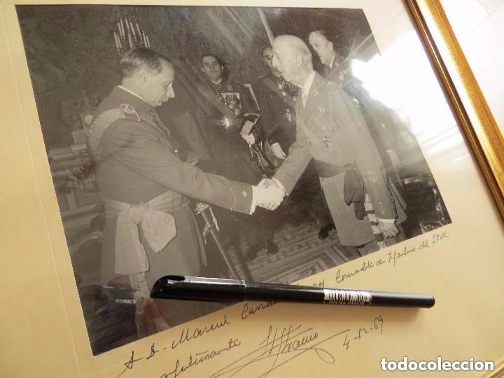 Militaria: MUY RARA FOTOGRAFIA DEDICADA Y FECHADA POR EL CAUDILLO, GENERALISIMO FRANCO A UN MILITAR. AÑO 1969. - Foto 3 - 99703155