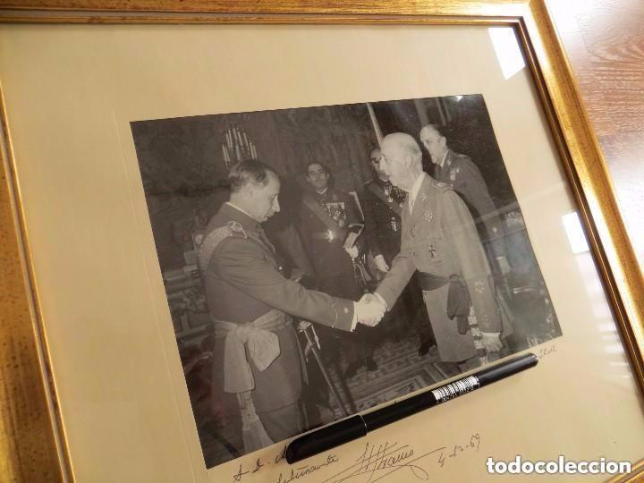 Militaria: MUY RARA FOTOGRAFIA DEDICADA Y FECHADA POR EL CAUDILLO, GENERALISIMO FRANCO A UN MILITAR. AÑO 1969. - Foto 4 - 99703155
