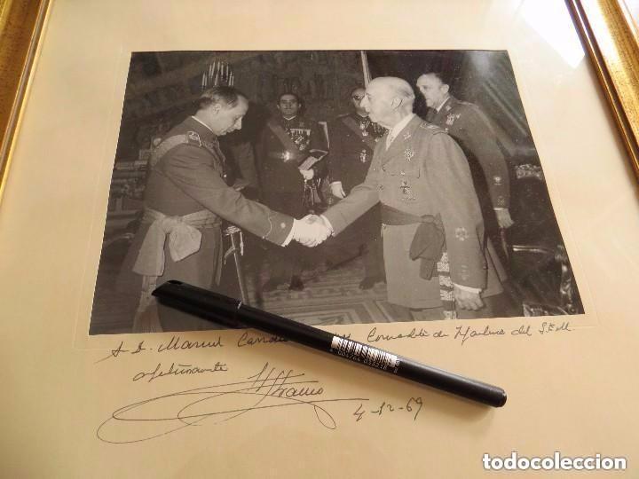 Militaria: MUY RARA FOTOGRAFIA DEDICADA Y FECHADA POR EL CAUDILLO, GENERALISIMO FRANCO A UN MILITAR. AÑO 1969. - Foto 6 - 99703155