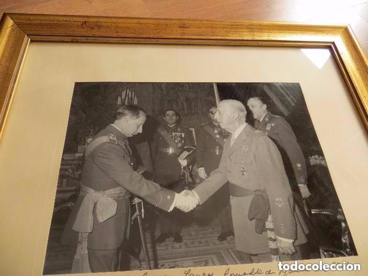Militaria: MUY RARA FOTOGRAFIA DEDICADA Y FECHADA POR EL CAUDILLO, GENERALISIMO FRANCO A UN MILITAR. AÑO 1969. - Foto 7 - 99703155