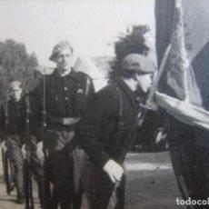 Militaria: FOTOGRAFÍA ALFÉREZ PROVISIONAL DEL EJÉRCITO NACIONAL. JURA DE BANDERA DAR RIFFIEN 1938. Lote 99835979