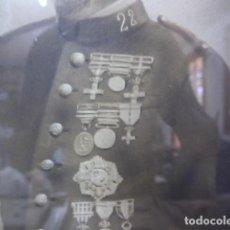 Militaria: ANTIGUA GRAN FOTOGRAFIA PINTADA DE MILITAR CON MUCHAS MEDALLAS DE GUERRA DE CUBA. ORIGINAL. Lote 100322851