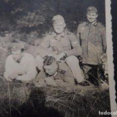 Militaria: SOLDADOS DE LA WEHRMACHT EN LA PAJA. AÑOS 1939-45. Lote 100334383