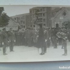 Militaria: GUERRA CIVIL : EL GENERAL LOPEZ-PINTO CON BOINA CARLISTA Y TROPAS CASCO CHECO. BURGOS.. Lote 100370003