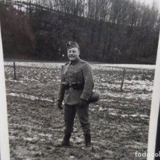 Militaria: SOLDADO DE LA WEHRMACHT EN COLINA CON PRIMERA NIEVE. AÑOS 1939-45. Lote 100513407