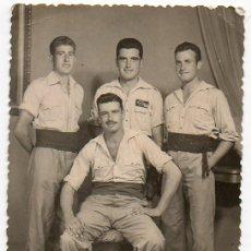 Militaria: TETUAN. 1958. GRUPO DE REGULARES O LEGIÓN CON SARGENTO. Lote 101213135