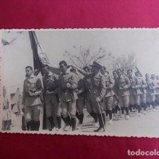 Militaria: ANTIGUA FOTOGRAFIA. DESFILE MILITAR. FOTO GARCIA. MELILLA. 1956.. Lote 102073995