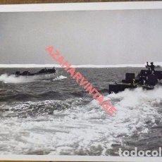 Militaria: WWII, LANCHAS DE DESEMBARCO TROPAS INGLESAS, POBABLE DESEMBARCO DE NORMANDIA,20X15 CMS. Lote 102620567