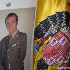 Militaria: FOTOGRAFIA RETRATO OFICIAL DE GRAN TAMAÑO DEL REY DON JUAN CARLOS. EPOCA DE LA TRANSICIÓN. AÑO 1976.. Lote 103181291
