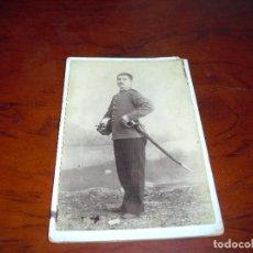 Militaria: FOTO POSTAL SOLDADO CREO CABALLERIA FOTOGRAFO SACRISTA BARCELONA. Lote 103188355