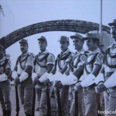 Militaria: FOTOGRAFÍA SOLDADOS GASTADORES DEL EJÉRCITO ESPAÑOL. SAHARA ESPAÑOL 1970. Lote 103209651