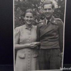 Militaria: SOLDADO DE DIVISION PANZER-WEHRMACHT CON SU NOVIA. 12,5 X 8,5. AÑOS 1941-42. Lote 103211279