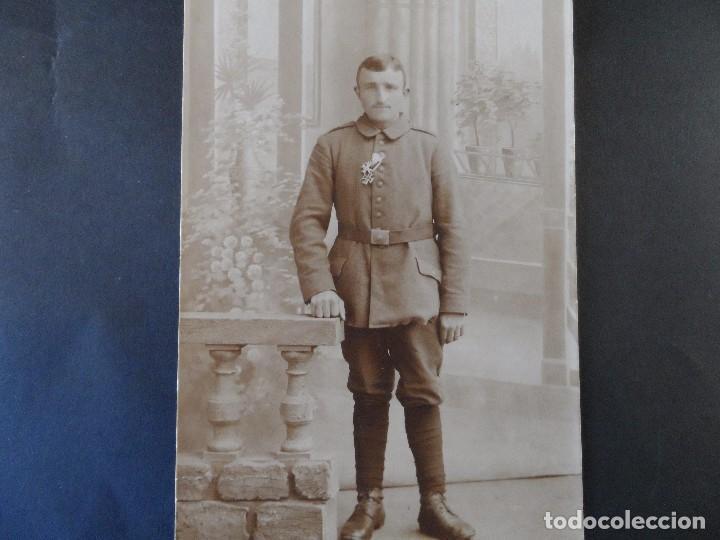 SOLDADO IMPERIAL ALEMAN CON PASADOR CRUZ DE HIERRO Y MERITO DE GUERRA. AÑOS 1914-18 (Militar - Fotografía Militar - I Guerra Mundial)