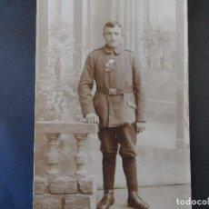 Militaria: SOLDADO IMPERIAL ALEMAN CON PASADOR CRUZ DE HIERRO Y MERITO DE GUERRA. AÑOS 1914-18. Lote 103283687