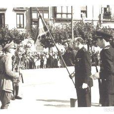 Militaria: ACTO MILITAR. FALANGISTAS Y BANDERÍN DE LA DIVISIÓN AZUL. Lote 103763659