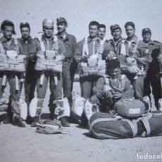 Militaria: FOTOGRAFÍA PARACAIDISTAS. PATRULLA DE SALTO 1958. Lote 103773455