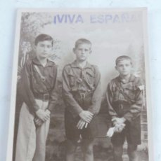 Militaria: FOTOGRAFIA DE NIÑOS VESTIDOS DE FALANGISTAS, FALANGE, ESCRITA POR EL REVERSO EN LAS PALMAS EN 1937, . Lote 104024435