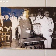 Militaria: RARA FOTO ORIGINAL DE AGENCIA DEL GENERALISIMO FRANCO EN EL FUNERAL DE CAMILO ALONSO VEGA 1971. Lote 104050055