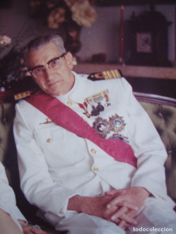 FOTOGRAFÍA CAPITÁN DE NAVÍO. EMBLEMA ESPECIALISTA SUBMARINOS ARMADA (Militar - Fotografía Militar - Otros)