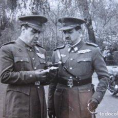 Militaria: FOTOGRAFÍA TENIENTE CORONEL DEL EJÉRCITO ESPAÑOL. MEDALLA MÉRITO MILITAR INDIVIDUAL. Lote 104403583